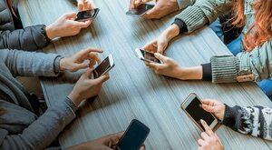 Wojna smartfonowa. Kto wygra na rynku nowych technologii?